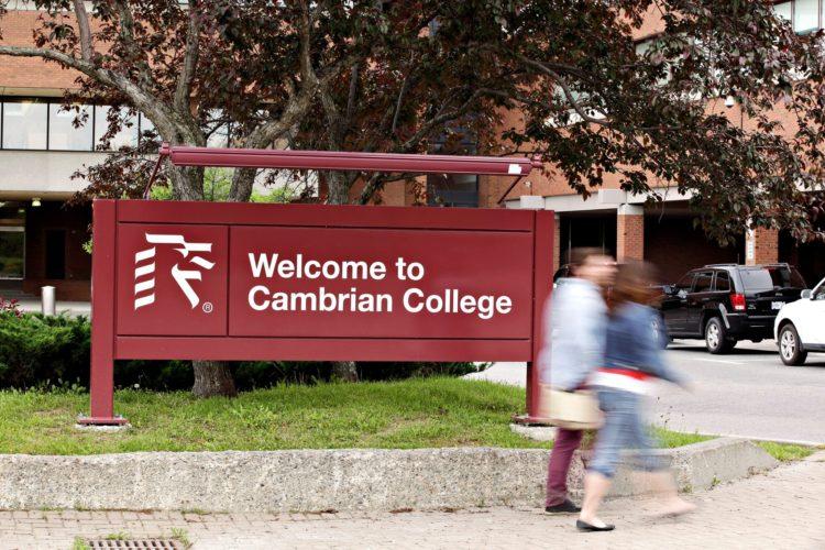 Cambrian College - HSL トロント(ハンソン・スクール・オブ・ランゲージ)
