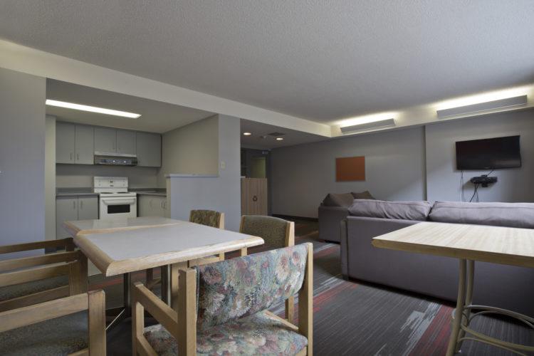 ILLC Lounge - カナダ留学にはホームステイがおすすめ?メリットやデメリットを解説!