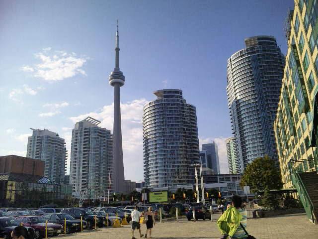 toronto1 - 留学生が語る!カナダ留学の生活費と物価の実際と節約方法!